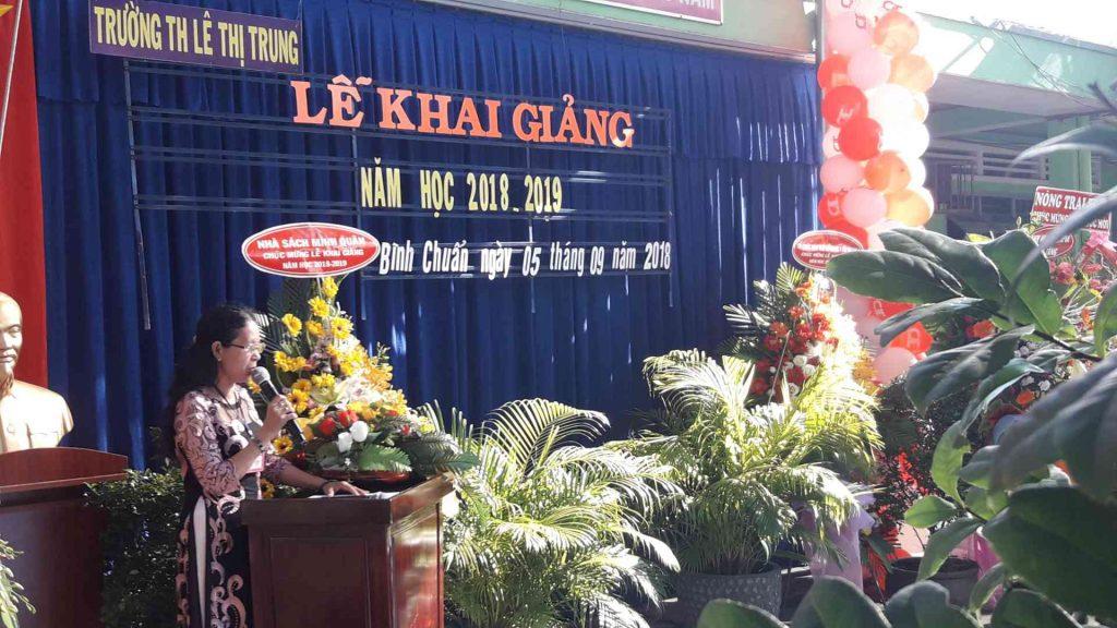Hiệu trưởng nhà trường Cô Nguyễn Thị Yến phát biểu lễ Khai Trường